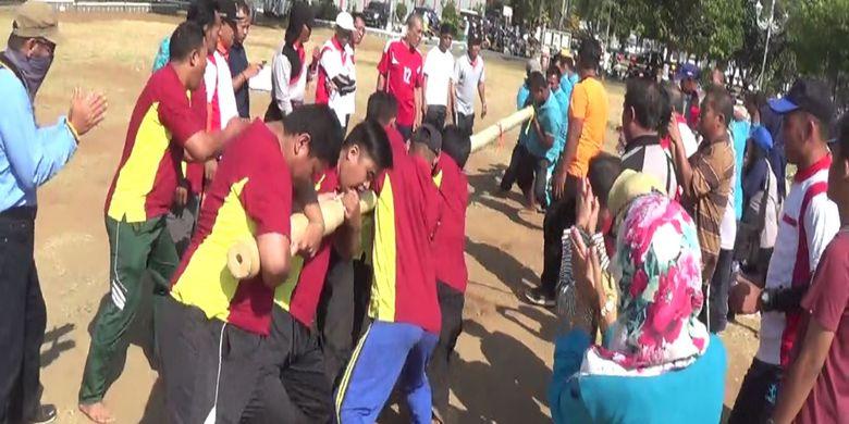Olahraga tradisional Dagongan di Kabupaten Kendal, Jawa Tengah, Jumat (24/8/2018).