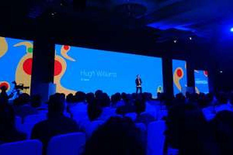 Hugh William, VP Google Maps, saat memberikan keterangan di acara Google for Indonesia, Jakarta, Kamis (9/8/2016)