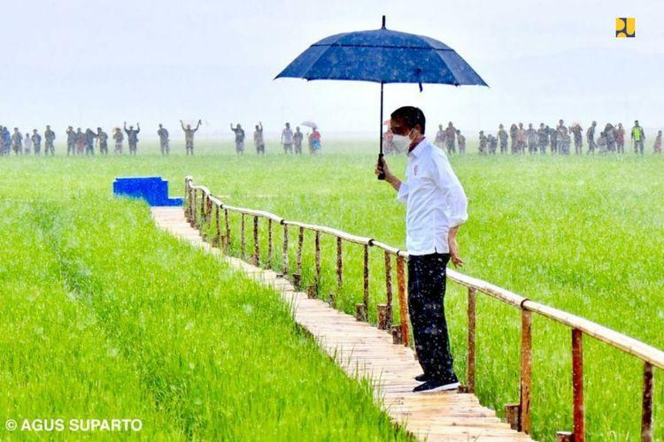 Presiden Joko Widodo (Jokowi) meminta Kementerian Pekerjaan Umum dan Perumahan Rakyat (PUPR) membangun waduk dan bendungan untuk mendukung food estate di Kabupaten Sumba Tengah.