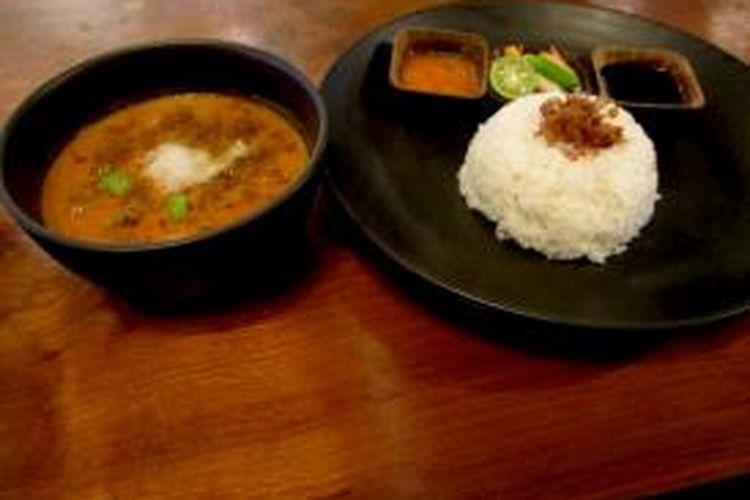 Seporsi nasi sayur babanci tersaji di Historia Food & Bar, Kawasan Kota Tua, Jakarta Barat, Kamis (19/02/2015).