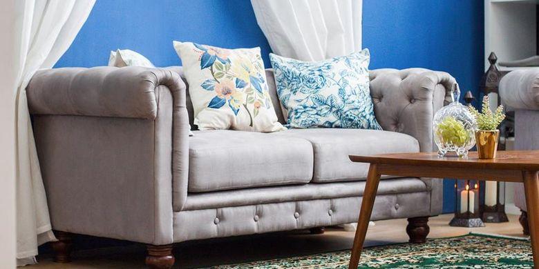 Model sofa klasik cocok untuk kamu yang ingin menciptakan kesan elegan pada ruang tamu mewah.