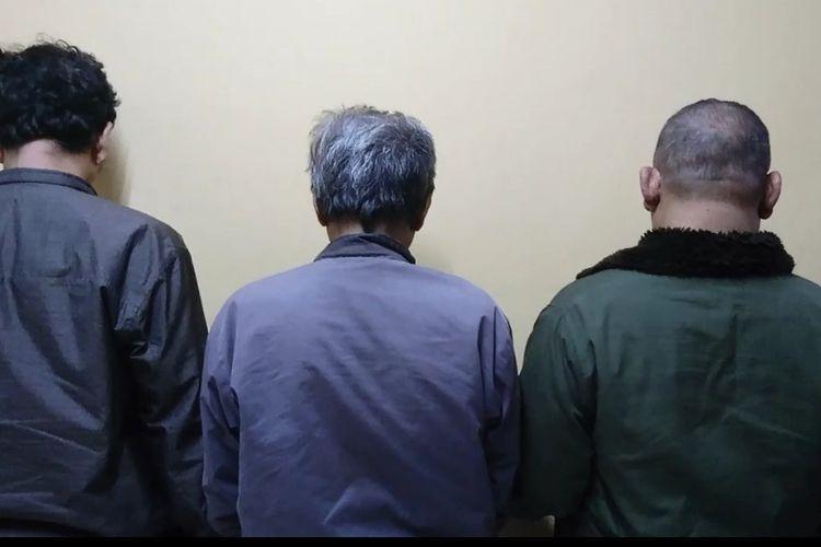 Tiga orang pengemudi ojek pangkalan yang mematok harga tinggi kepada penumpang