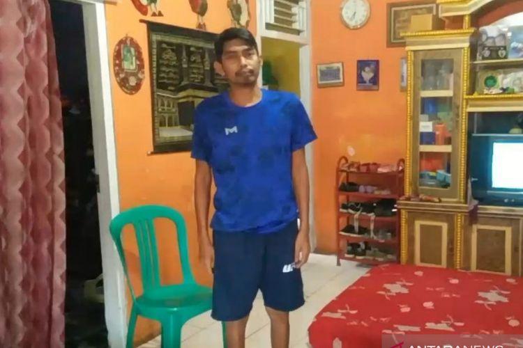 Ahmad Solihin (37) warga Desa Sukaratu, Kecamatan Bojongpicung, Cianjur, Jawa Barat, yang sempat mengalami lumpuh usai mendapatkan vaksinasi, akhirnya kembali dapat berjalan.