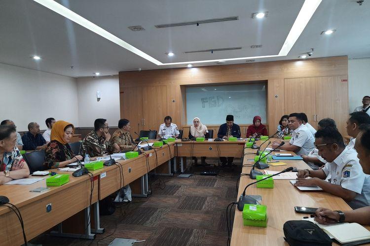 Sejumlah pengusaha dari paguyuban pengusaha Jalan Sabang mengadu ke DPRD DKI terkait rencana penataan kawasan Sabang. Audiensi di Gedung DPRD DKI, Jakarta Pusat, Rabu (15/1/2020)