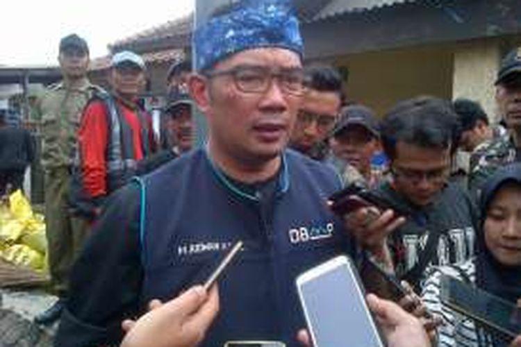 Wali Kota Bandung Ridwan Kamil saat ditemui awak media usai memantau pengerukan sungai di Kelurahan Cibadak, Kecamatan Astanaanyar, Bandung, Rabu (9/11/2016). KOMPAS.com/DENDI RAMDHANI
