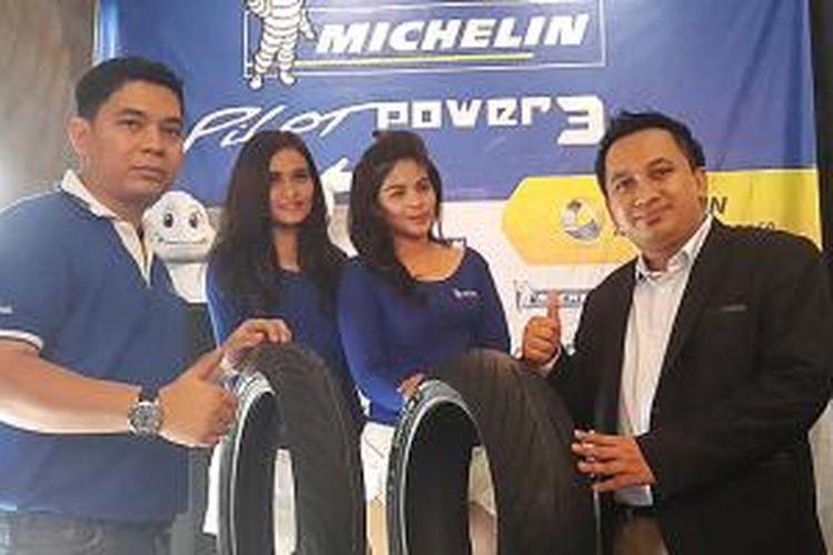 Prosesi peluncuran ban sepeda motor dari Michelin Indonesia