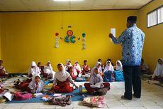 Lagi, Murid SD di Bekasi Belajar Lesehan