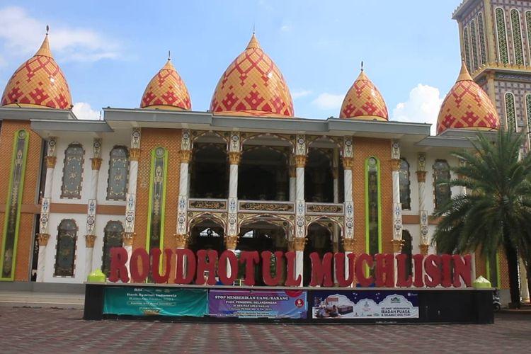 Masjid Raudlatul Muchlisin di Kabupaten Jember yang memiliki aristektur perpaduan Turki dan Madinah