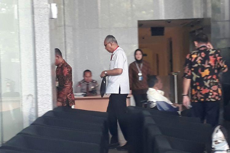 Dokter RS Medika Permata Hijau, Bimanesh Sutarjo memenuhi panggilan Komisi Pemberantasan Korupsi, Jumat (12/1/2018).