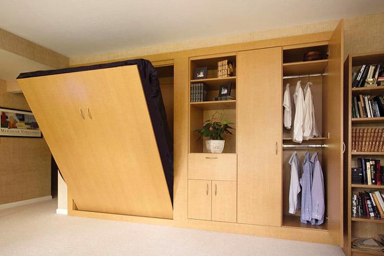 Kasur lipat dinding atau murphy bed.