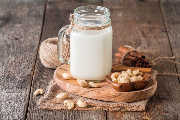ilustrasi susu kacang mete.