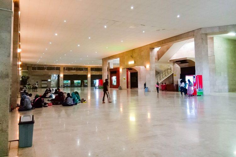 Lantai dasar Tugu Monas yang memiliki berbagai macam diorama menarik. Luasnya ruangan ini sering dimanfaatkan oleh anak-anak untuk bermain dan berlarian ke sana kemari, Monas, Jakarta, Rabu (29/1/2020).