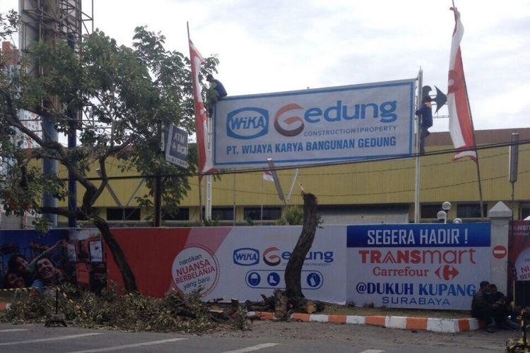Lahan proyek Transmart di Jalan Dukuh Kupang Surabaya