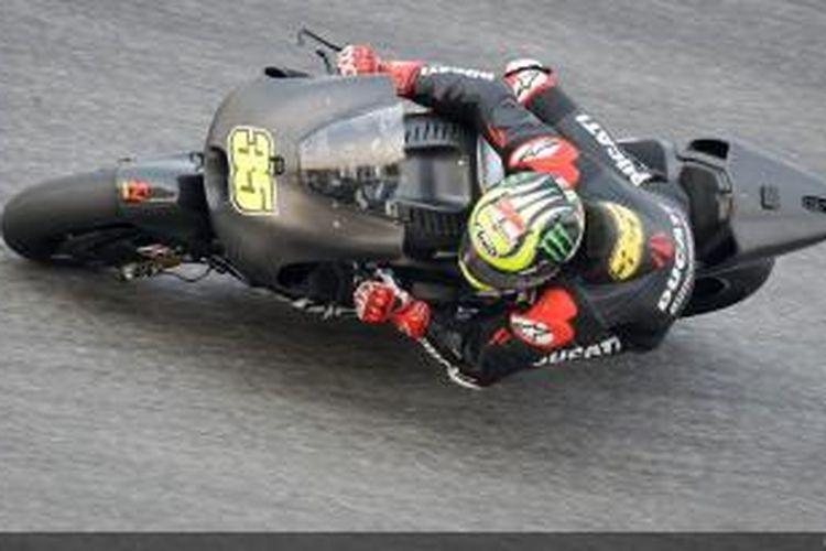 Pebalap Ducati asal Inggris Cal Crutchlow melintasi Sirkuit Sepang, Malaysia, pada hari terakhir uji coba pramusim kedua MotoGP 2014, Jumat (28/2/2014)