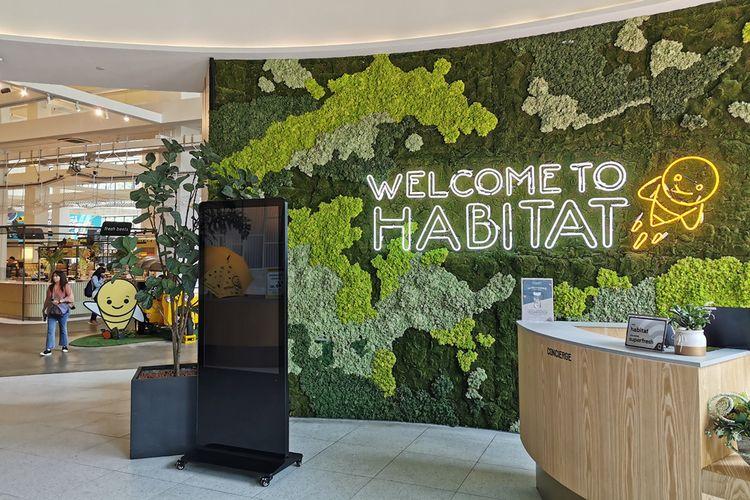 Pintu masuk toko swalayan Habitat di Singapura