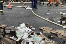 Truk Pengangkut 200.000 iPhone Terguling dan Terbakar