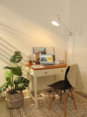 Ilustrasi desain interior ruang kerja (home-office) di dalam rumah oleh Fabelio Projects.