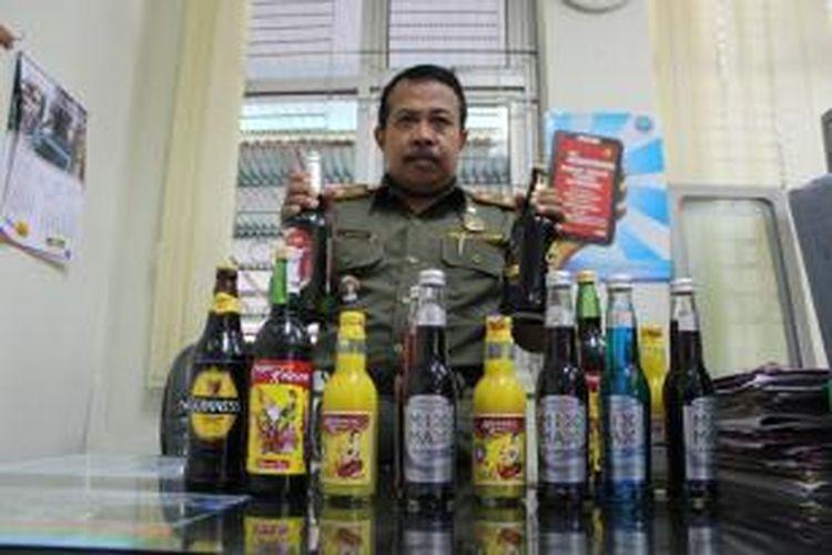 Sejumlah minuman keras yang disita dalam penggerebekan di Kendal.