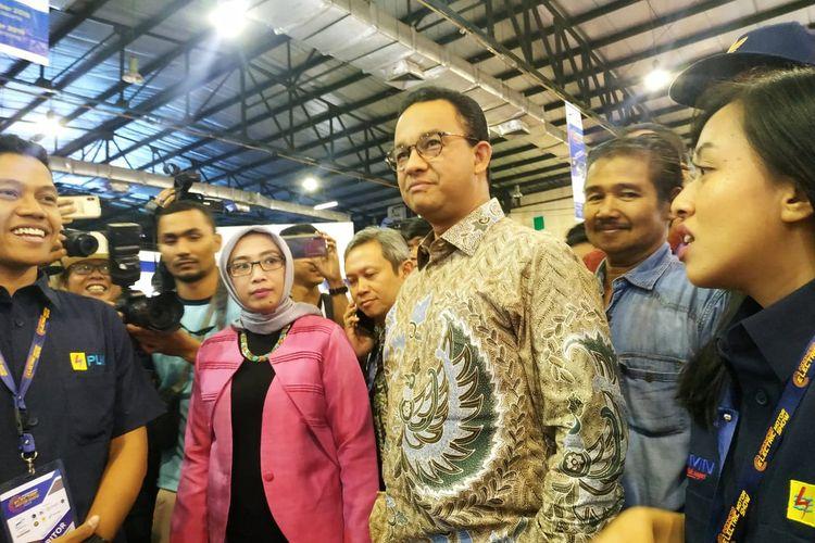 Gubernur DKI Jakarta Anies Baswedan saat mengunjungi pameran Indonesia Electric Motor Show 2019