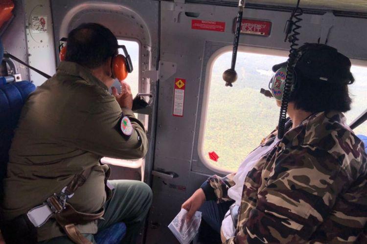 Menteri Lingkungan Hidup dan Kehutanan Siti Nurbaya Bakar saat memantau penanganan kebakaran hutan dan lahan (Karhutla).