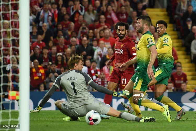 Mohamed Salah mencetak gol pada pertandingan Liverpool vs Norwich City di Stadion Anfield dalam pekan pertama Liga Inggris 2019-2020, 9 Agustus 2019.