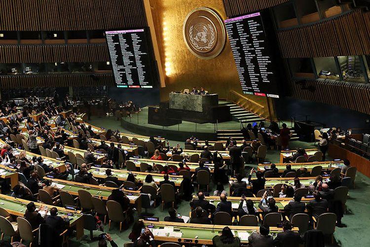 Hasil pemungutan suara ditampilkan di hadapan anggota Majelis Umum PBB yang membatalkan pengakuan AS atas Yerusalem sebagai ibu kota Israel usai voting yang dilakukan di markas besar PBB, Kamis (21/12/2017).