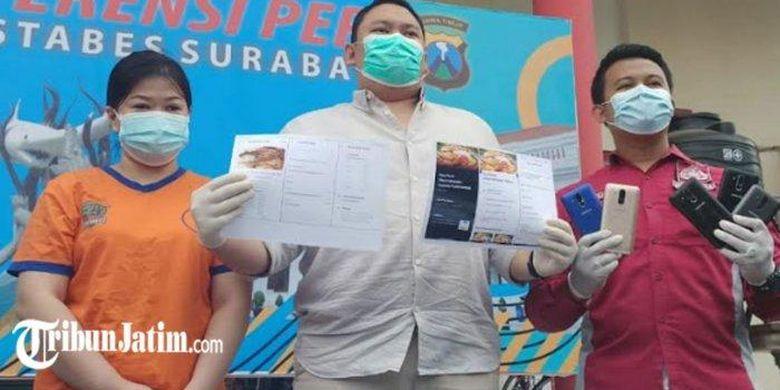 Tersangka pemilik resto fiktif ES saat diamankan di Mapolrestabes Surabaya.