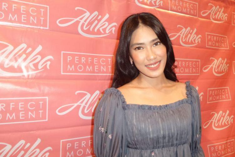 Alika Islamadina berpose di Lounge XXI Plaza Senayan, Jakarta Pusat, Senin (20/3/2018). Ia merilis album bertajuk Perfect Moment.