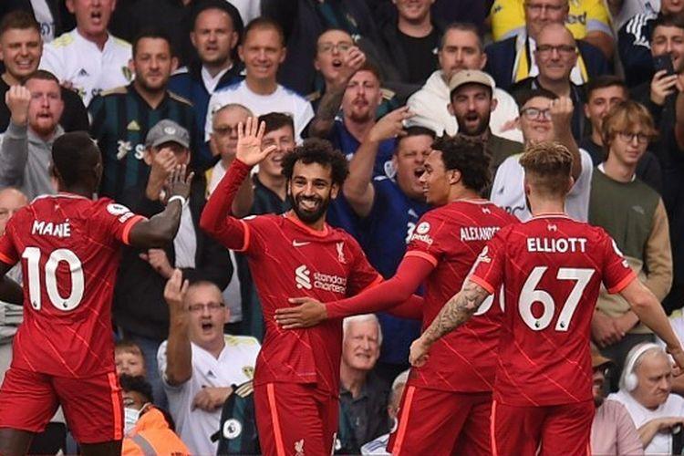Pemain Liverpool merayakan gol Mohamed Salah dalam pertandingan melawan Leeds United pada pekan keempat Liga Inggris 2021-2022 di Elland Road, Minggu (12/9/2021) malam WIB.