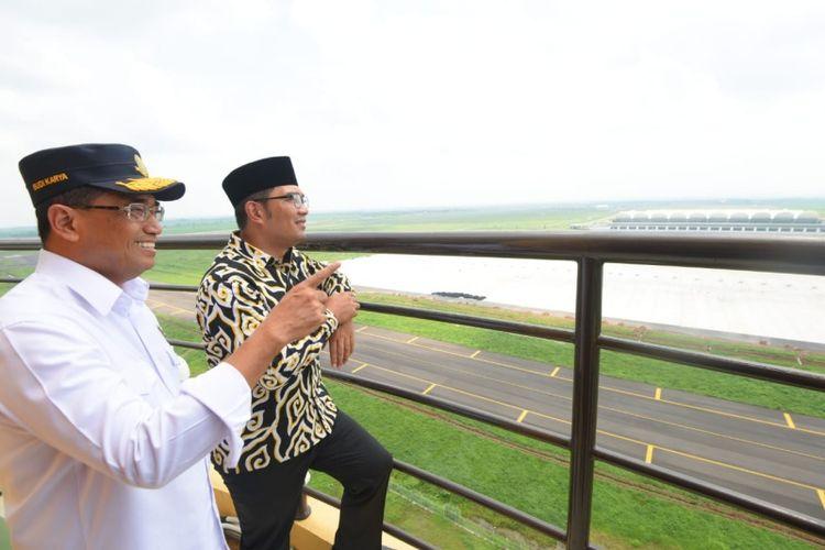 Menteri Perhubungan Budi Karya Sumadi bersama Gubernur Jawa Barat Ridwan Kamil saat meninjau Bandara Kertajati, Majalengka, Rabu (9/1/2019).