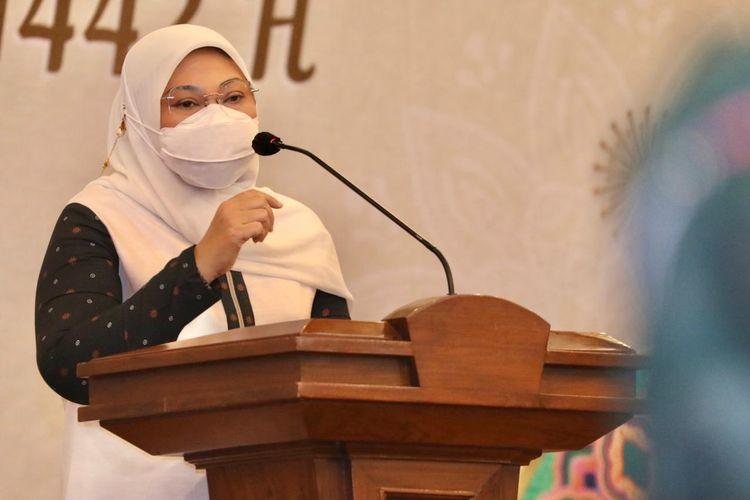 Menteri Ketenagakerjaan (Menaker) Ida Fauziyah saat melakukan halal bihalal Idul Fitri 1 Syawal 1442 Hijriah (H) secara virtual bersama seluruh pegawai Kemnaker, Senin (17/5/2021).