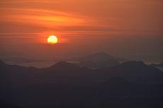 Puncak Watu Api Melo, Tempat Terbaik Menyaksikan Matahari Terbenam di Ujung Barat Pulau Flores
