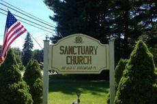 Gereja Ini Gelar Upacara yang Libatkan Senjata