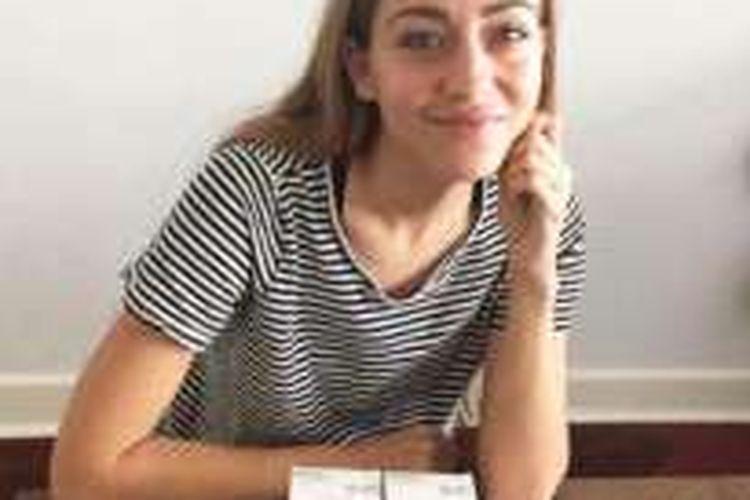 Chloe Christos, 27, menderita penyakit Von Willebrand (VWD), yaitu penyakit yang mengganggu proses pembekuan darah. Inilah yang menyebabkan menstruasinya tak berhenti selama lima tahun, sejak usianya 14 tahun sampai 19 tahun.
