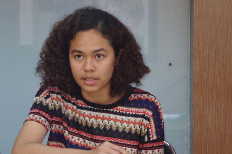 Peneliti Indonesia Corruption Watch, Lalola Easter di Kantor ICW, Kalibata, Jakarta Selatan, Sabtu (23/7/2016)