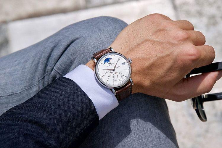 Jam tangan dengan brown leather