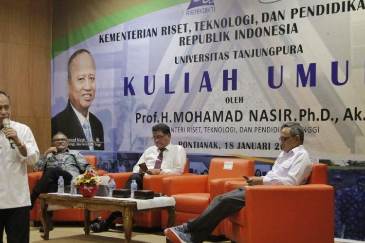 Menristekdikti saat memberi kuliah umum di hadapan mahasiswa Bidikmisi Universitas Tanjungpura (Untan), Jumat (18/1/2019) di Gedung Konferensi Untan, Pontianak.