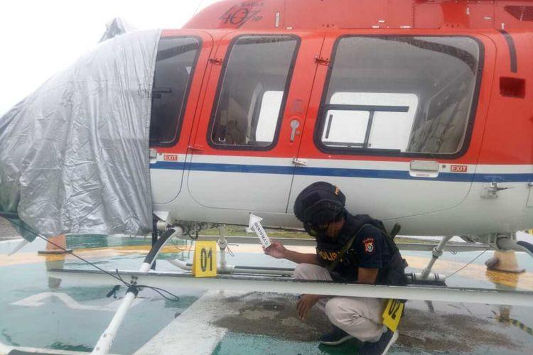 Satuan Reskrim Polres Mimika melakukan olah TKP terhadap penembakan helikopter, Rabu (6/1/2021).