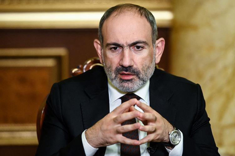 Foto yang diambil pada 6 Oktober 2020 memerlihatkan Perdana Menteri Armenia Nikol Pashinyan memberikan wawancara kepada AFP di Yerevan. Pada 25 Februari 2021, Pashinyan menuding militer hendak melakukan kudeta buntut kekalahan Armenia dari Azerbaijan pada tahun lalu.