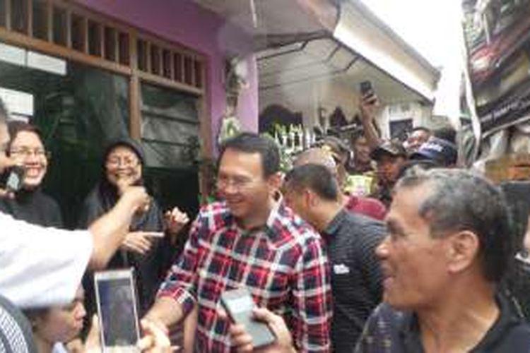 Calon gubernur DKI Jakarta Basuki Tjahaja Purnama atau Ahok saat berkampanye di Ciracas, Jakarta Timur, Selasa (15/11/2016).