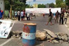 Kecewa pada Bupati, Petani Garam di Bima Tutup Jalan