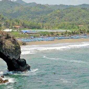 Pantai Ayah, Kebumen, Jawa Tengah