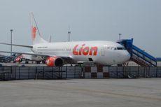 Lion Air Terlambat Terbang akibat Ban Tersangkut Aspal di Bandara Juanda