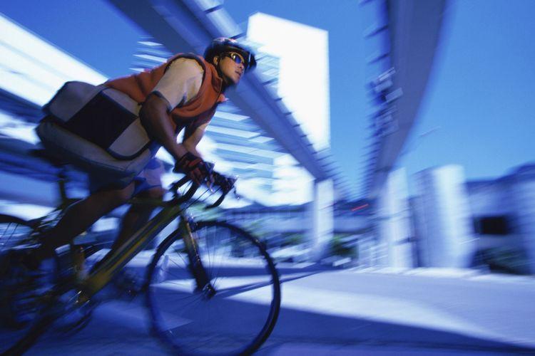 Ilustrasi bersepeda di kota