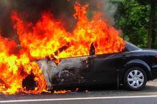 Sedang Dipanaskan, Mobil Sedan Terbakar di Perumahan Sunter Garden