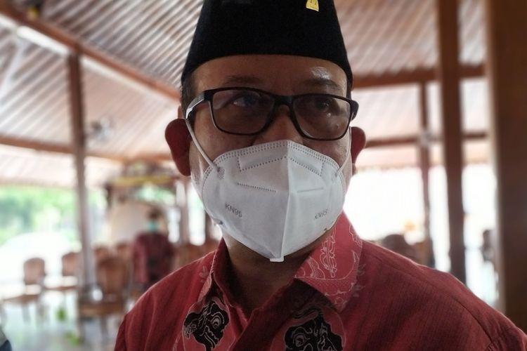 Bupati Banyumas Achmad Husein di Pendapa Sipanji Purwokerto, Kabupaten Banyumas, Jawa Tengah, Selasa (19/1/2021).
