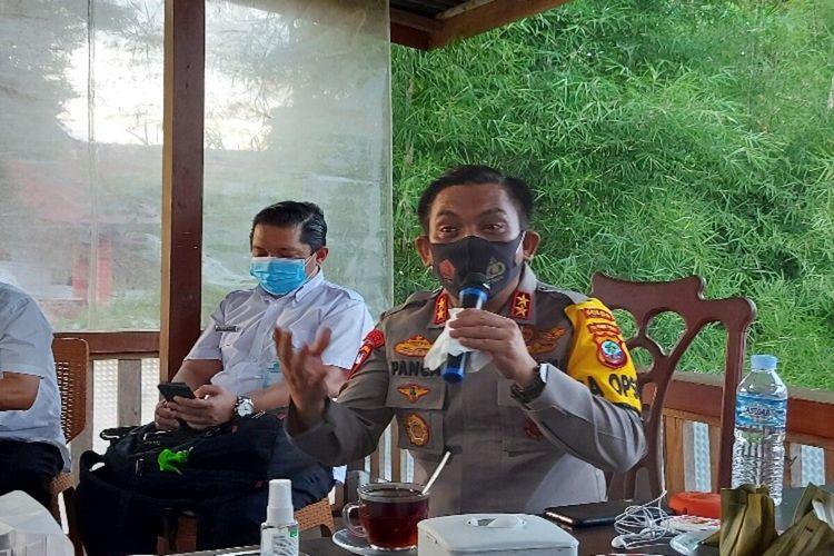 Kapolda Sulawesi Utara Irjen Pol RZ Panca Putra Simanjuntak didampingi Satgas Covid-19 Sulut saat memberikan keterangan pers, Rabu (10/2/2021) pukul 17.49 Wita