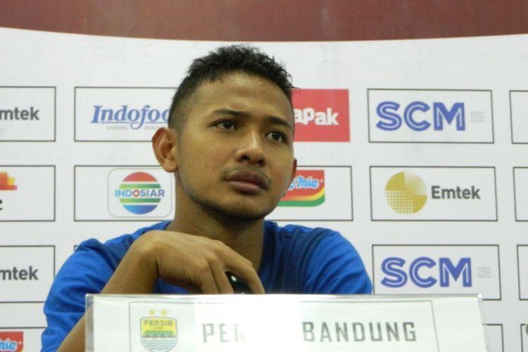 Gelandang muda Persib Bandung Gian Zola saat menghadiri jumpa pers beberapa waktu lalu.