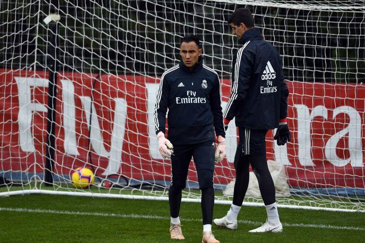 Thibaut Courtois dan Keylor Navas di sesi latihan tim Real Madrid, Rabu (24/4/2019)