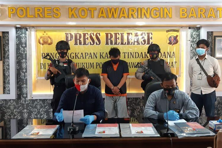 Kepolisia Resor Kotawaringin Barat mengungkap kasus pemalsuann surat keterangan hasil rapid test oleh seorang petugas lapangan proyek pekerjaan Hotel Mercure di Kalimantan Tengah, Kamis (15/10/2020).